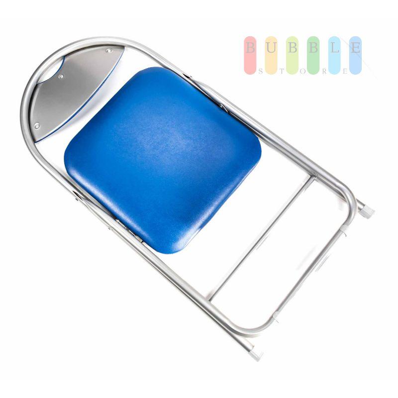 klappstuhl mit gepolsterter sitzfl che und r ckenlehne met. Black Bedroom Furniture Sets. Home Design Ideas